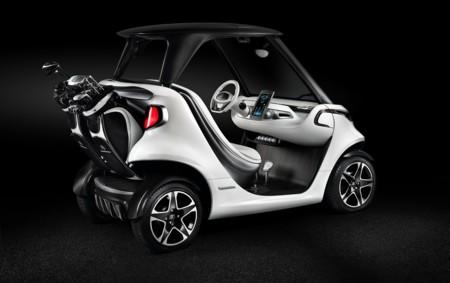 ¿Te gusta el golf? ¿Qué te parecería transportarte por el green en el Style Edition Garia Golf Car de Mercedes-Benz?