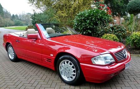 Este inmaculado Mercedes-Benz SL500 de 1996 tiene sólo 128 km, ¡porque su dueña perdió las llaves!