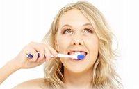 ¿Por qué el zumo de naranja sabe tan mal después de cepillarse los dientes?