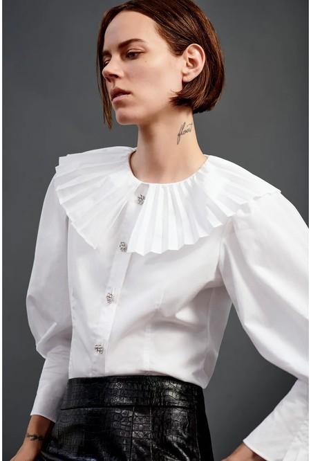 La blusa de cuello bobo es la tendencia Otoño Invierno 2020