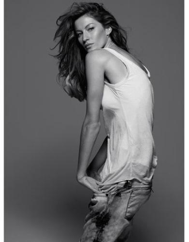 Foto de Gisele Bundchen en la portada de abril de Harper's Bazaar  (1/10)