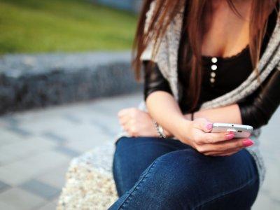 Mucho ojo con los nuevos timos en WhatsApp: WiFi gratis y nuevos packs de emoticonos