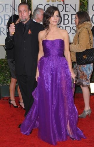 Las famosas peor vestidas de los Globos de Oro. Sandra Bullock