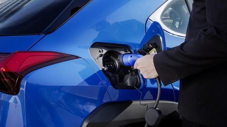 Lexus Cargando Coche Electrico