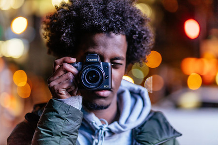 Canon EOS M50, Sony A7 II, Nikon D3500 y más cámaras, objetivos y accesorios en oferta: Llega Cazando Gangas