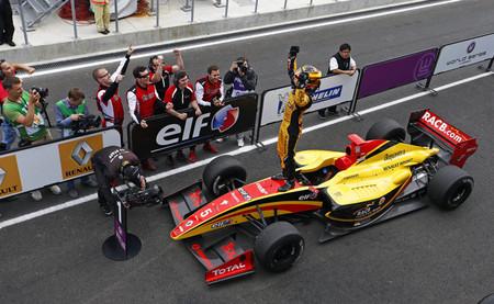 Stoffel Vandoorne gana de nuevo en Moscú y se sitúa en cabeza de la Fórmula Renault 3.5