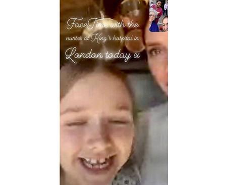Victoria Beckham y su hija Harper hablan con enfermeras por FaceTime