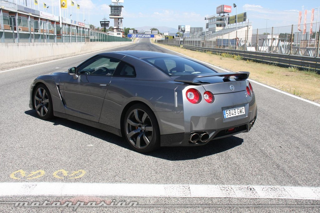 Foto de Nissan GT-R (prueba) (14/49)