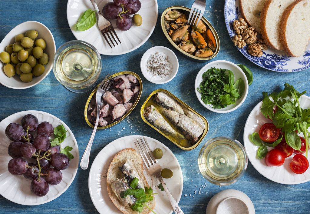 Siete recetas de tapas clásicas de bar para disfrutar del picote del finde sin preocuparte por la dieta