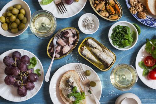 Siete recetas de tapas clásicas de bar para disfrutar del picoteo del finde sin preocuparte por la dieta