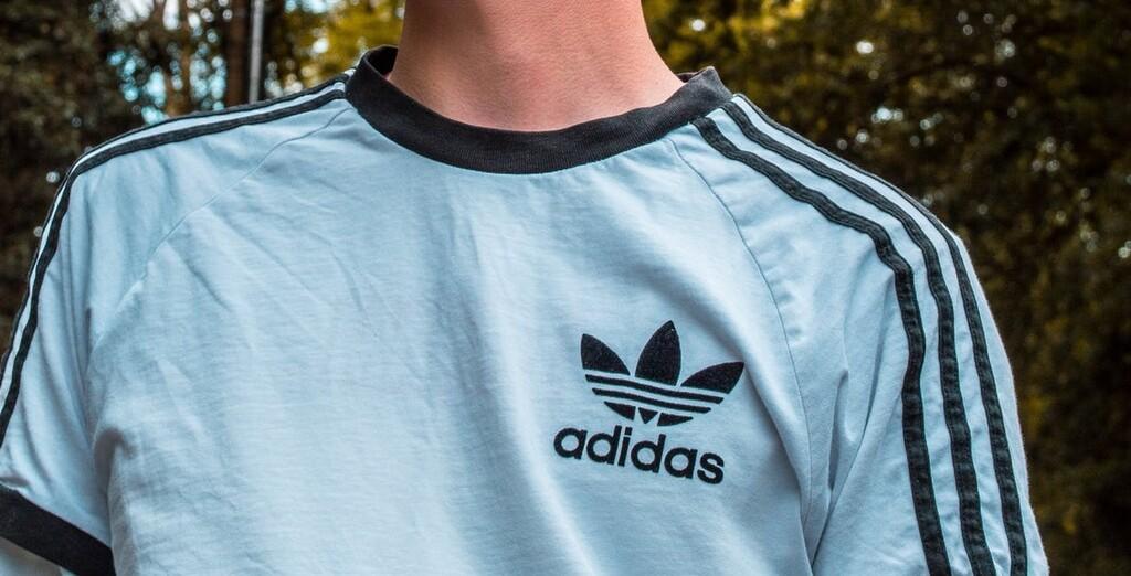 11 chollos en tallas sueltas de camisetas, pantalones o sudaderas Adidas a la venta en Amazon