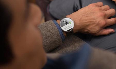 Un desarrollador logra modificar Android Wear para recibir notificaciones de iOS