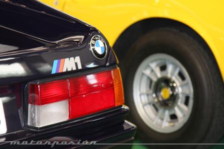 Al lado del BMW M1 lucía un Ferrari Dino