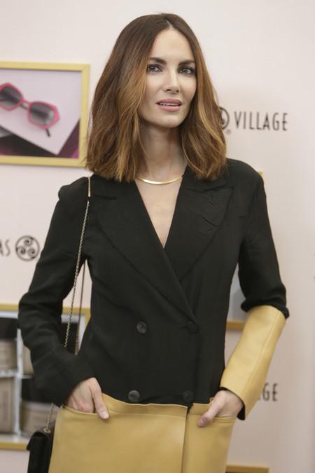 Ella también se equivoca, Eugenia Silva no nos convence nada con este abrigo bicolor beige y negro