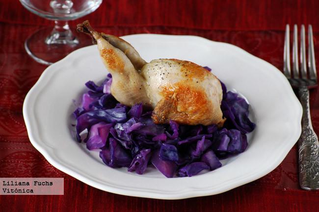 Codornices sobre col lombarda receta saludable for Como cocinar col lombarda