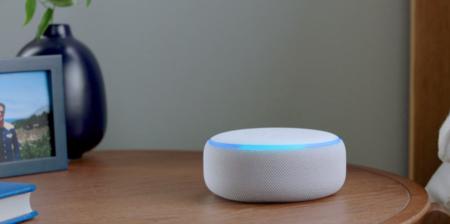 El altavoz más vendido de Amazon vuelve a bajar de precio: prueba todo el músculo de Alexa con el Echo Dot desde 28 euros