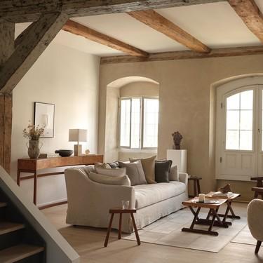 Lo mejor de las rebajas Zara Home para cambiar de aires tu salón: cojines, lámparas y otros detalles de decoración