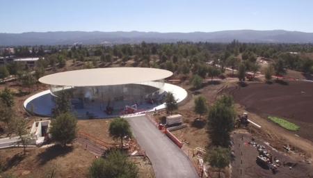 Aquí tenéis el Teatro Steve Jobs, a vista de dron y en 4K