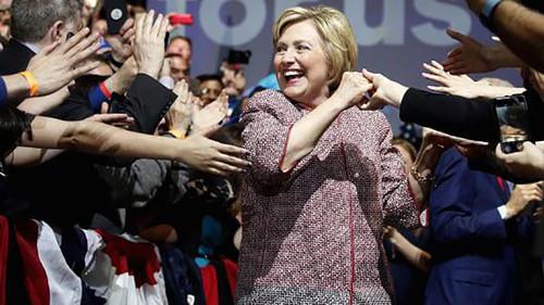¿Quién viste a Hillary Clinton (y porqué puede perder su trabajo)?