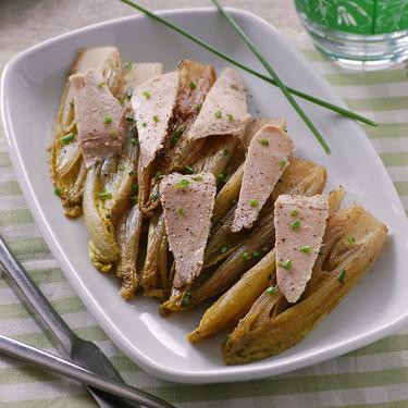 Ensalada templada de endivias braseadas con ventresca: receta ligera y saludable