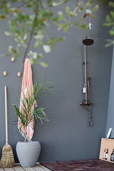 Modern Outdoor Shower 300819 1243 05