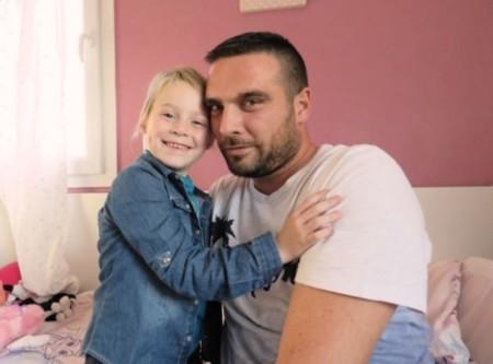 Sus compañeros de trabajo le cedieron sus vacaciones para que pudiera tener 350 días para cuidar de su hija con cáncer