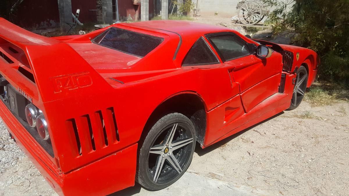Foto de Nissan Sentra convertido en réplica de Ferrari F40 (9/13)