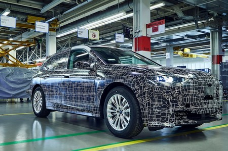 BMW invierte 400 millones de euros para fabricar el SUV eléctrico que competirá con el Audi e-tron: el iNEXT