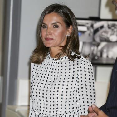 La Reina Leticia sorprende con un vestido de Massimo Dutti tan bonito... que ya está agotado