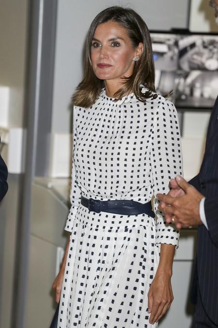 Vestido blanco y negro reina leticia
