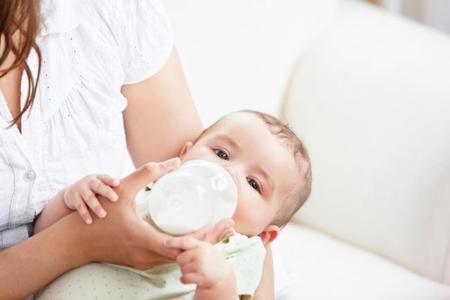 Los bebés que toman leche artificial tienen más riesgo de padecer enfermedades del corazón en la edad adulta