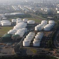 Hay tan poca demanda de petróleo que los productores se están quedando sin espacio para almacenarlo