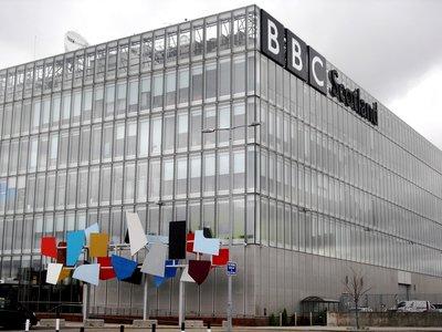 La BBC avisa a Facebook de fotos pedófilas en su red y Facebook a quien denuncia a la policía es a la BBC