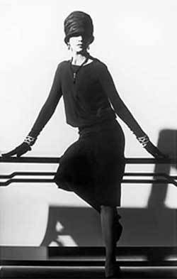 """80 aniversario del imprescindible """"vestidito negro"""" de Chanel"""