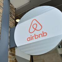 Airbnb se estrena en bolsa valorada en 47.300 millones de dólares y aumentando sustancialmente el precio de la OPV