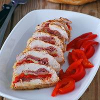 Receta de pechuga de pollo rellena de jamón, pimiento y scamorza