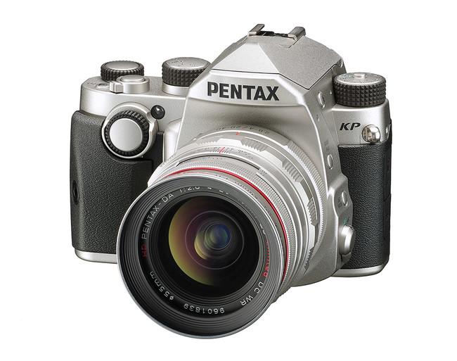 Pentax KP, una nueva réflex de formato APS-C que apuesta por seguir reduciendo el tamaño