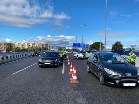Ya se puede viajar en coche de España a Portugal para ir de vacaciones, salvo contadas excepciones