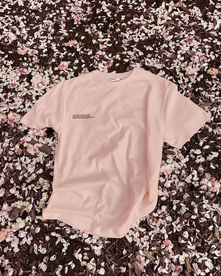 camiseta sakura pangaia