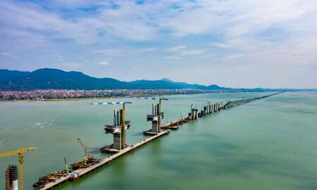 Los cimientos de la primera línea de alta velocidad a través del mar de China ya dejan ver la magnitud de la construcción