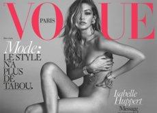 Gigi Hadid posa desnuda en portada de la revista Vogue con grilletes y los zuecos bicolor del último desfile de Chanel