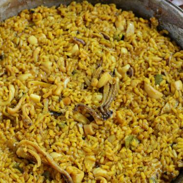 Arroz de calamares, la receta de arroz para triunfar el domingo