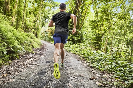 Esto es lo que ocurre en tu cuerpo al subir y bajar cuestas corriendo