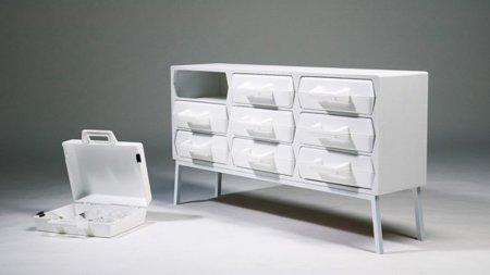 Take Out, los cajones de este mueble son maletas