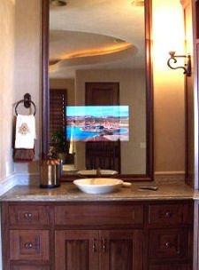 Un televisor escondido detrás del espejo
