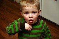 El niño tiene tos, ¿cuándo ir al pediatra?
