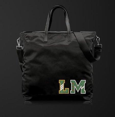 Maletas y bolsos Prada personalizables: necesito más opciones para las iniciales