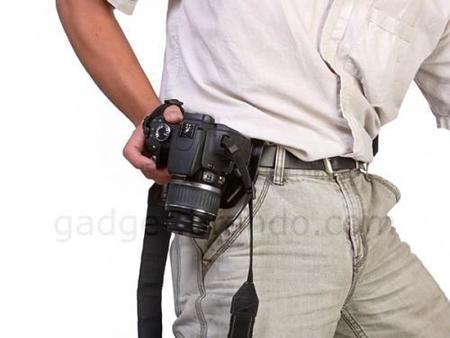 Brando también apuesta por llevar la réflex a lo pistolero