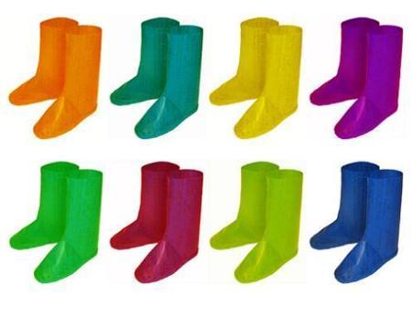 Botas de lluvia fabricadas con bolsas plásticas