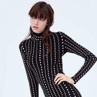 Las modelos de Zara tienen las medias de rejilla que te harán el look estas Navidades